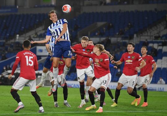 Bruno Fernandes lập siêu phẩm, Quỷ đỏ gầm thét trước Brighton - Ảnh 5.