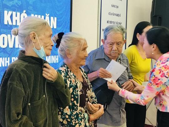 NSƯT Thanh Nguyệt xúc động nhận quà hỗ trợ dịch bệnh Covid-19 - Ảnh 2.