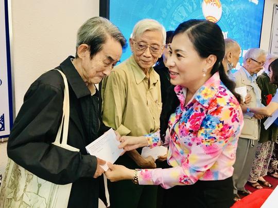 NSƯT Thanh Nguyệt xúc động nhận quà hỗ trợ dịch bệnh Covid-19 - Ảnh 10.