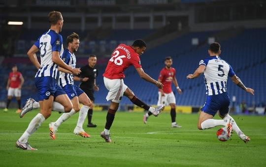 Bruno Fernandes lập siêu phẩm, Quỷ đỏ gầm thét trước Brighton - Ảnh 2.