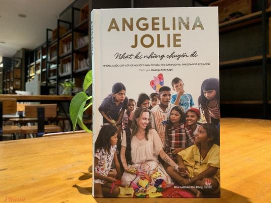 Angelina Jolie từng khiến bố mẹ khóc vì quyết định của mình - Ảnh 1.
