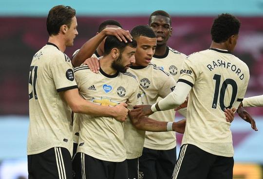 Trọng tài tặng phạt đền, Man United lập kỷ lục Ngoại hạng Anh - Ảnh 8.
