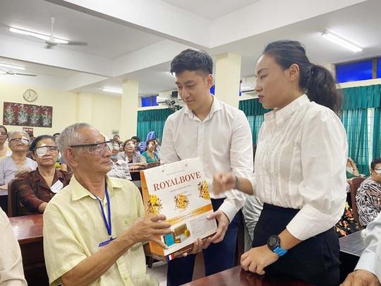 Dược Thuận Gia tiếp tục giúp 150 người nghèo mổ mắt miễn phí - Ảnh 1.
