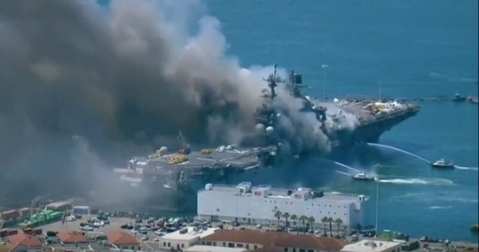 Tàu chiến Mỹ phát nổ và cháy dữ dội ngay tại cảng - Ảnh 5.