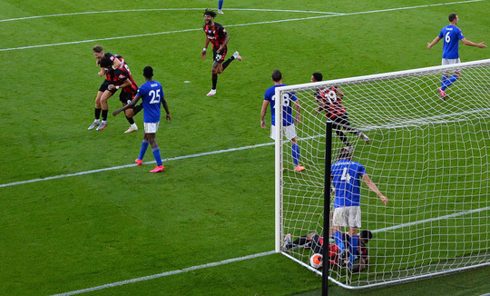 Leicester thua ngỡ ngàng Bournemouth, Man United được tiếp sức vào Top 3 - Ảnh 4.