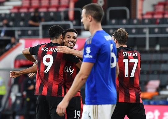 Leicester thua ngỡ ngàng Bournemouth, Man United được tiếp sức vào Top 3 - Ảnh 6.