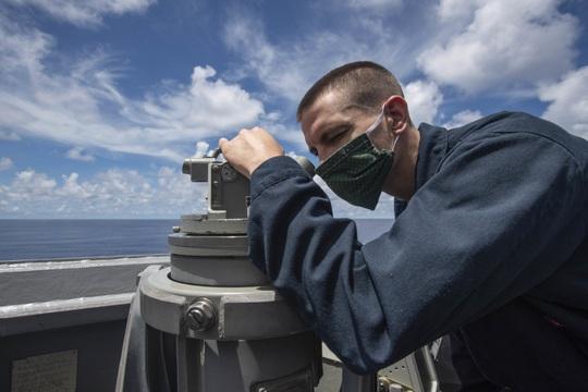 Sau tuyên bố mạnh mẽ, tàu chiến Mỹ xuất hiện gần Trường Sa - Ảnh 2.