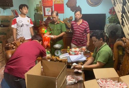 Đà Nẵng: Bắt hơn 1.200 gói bột ngọt giả chuẩn bị đưa ra thị trường - Ảnh 1.