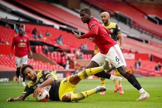 Mất điểm phút 90+6, Man United vỡ mộng ở thánh địa Old Trafford - Ảnh 2.