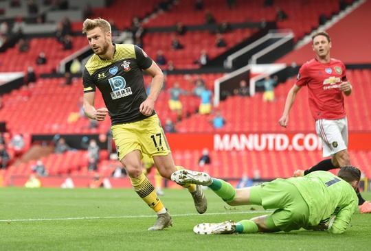 Mất điểm phút 90+6, Man United vỡ mộng ở thánh địa Old Trafford - Ảnh 3.