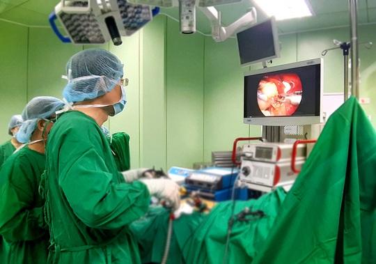 Ca mổ 2 trong 1 giúp bệnh nhân tránh được cuộc đại phẫu - Ảnh 1.
