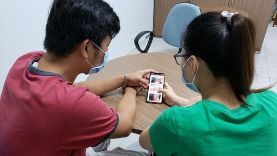 Thủ tướng Nguyễn Xuân Phúc chúc mừng kíp mổ tách rời hai bé song sinh - Ảnh 3.