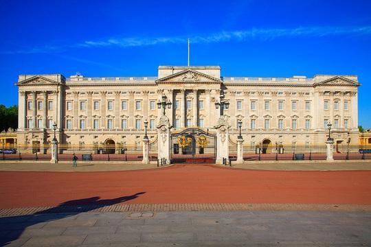 Tư dinh của nữ hoàng Anh, tỷ phú Ấn Độ và loạt nhà xa xỉ nhất thế giới - Ảnh 1.