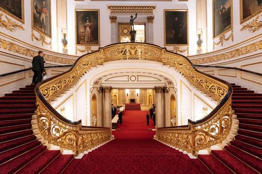Tư dinh của nữ hoàng Anh, tỷ phú Ấn Độ và loạt nhà xa xỉ nhất thế giới - Ảnh 2.