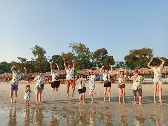 Giá tour nội địa tăng cao, khách vẫn đổ xô đi du lịch hè - Ảnh 1.