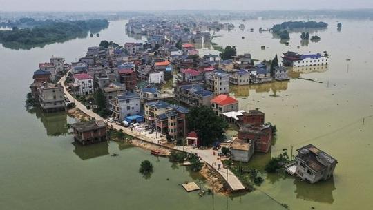 Lũ lụt chưa qua, Trung Quốc lại đau đầu vì nắng nóng - Ảnh 3.