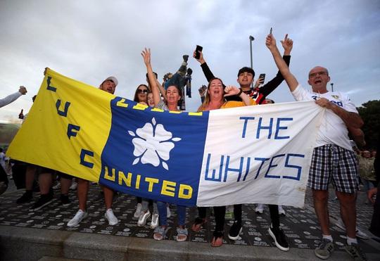 Leeds United thăng hạng, 580 nhân viên được thưởng đậm - Ảnh 7.