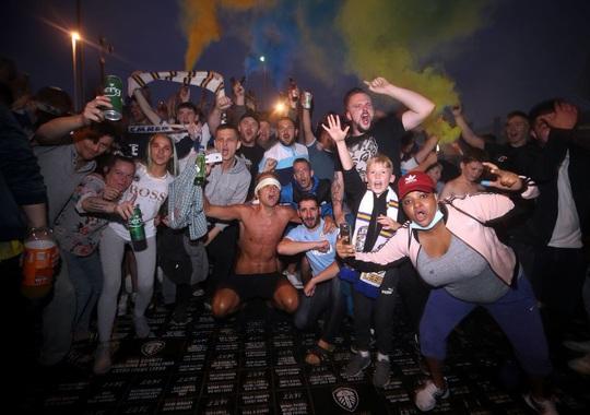 Leeds United thăng hạng, 580 nhân viên được thưởng đậm - Ảnh 4.
