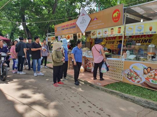 Du khách chen nhau săn tour giảm giá, thưởng thức ẩm thực tại Ngày hội Du lịch TP HCM - Ảnh 1.