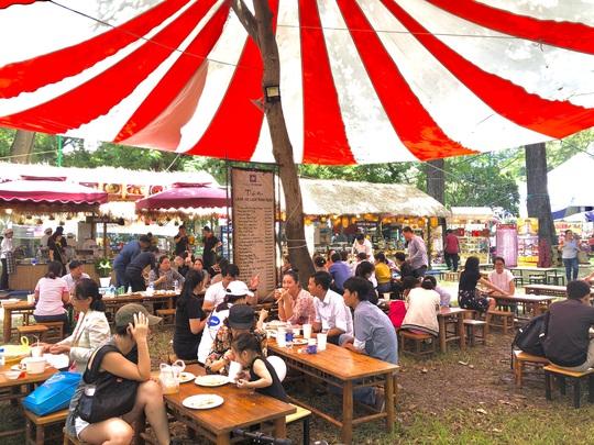 Du khách chen nhau săn tour giảm giá, thưởng thức ẩm thực tại Ngày hội Du lịch TP HCM - Ảnh 3.