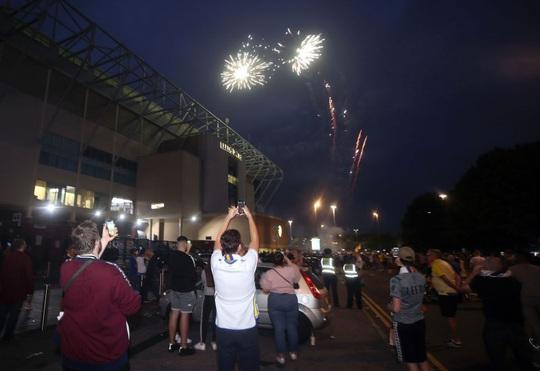 Leeds United thăng hạng, 580 nhân viên được thưởng đậm - Ảnh 3.