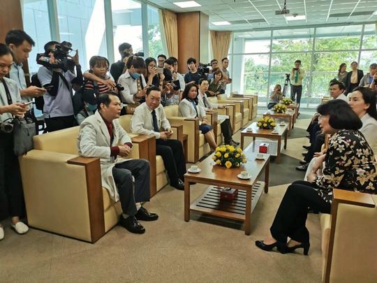 Phó Chủ tịch nước xúc động thăm 2 bé song sinh Trúc Nhi - Diệu Nhi - Ảnh 2.