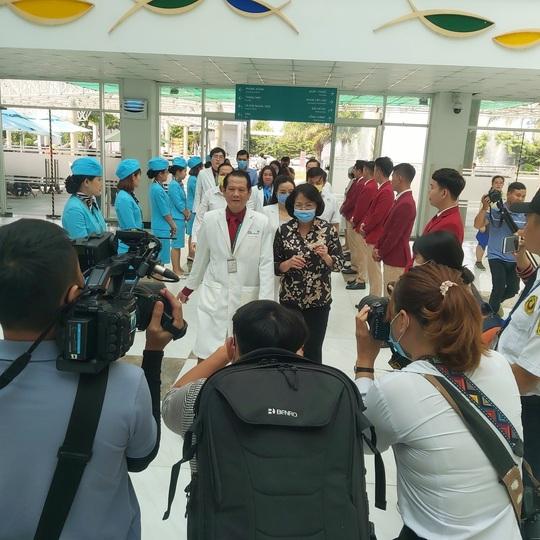 Phó Chủ tịch nước xúc động thăm 2 bé song sinh Trúc Nhi - Diệu Nhi - Ảnh 1.