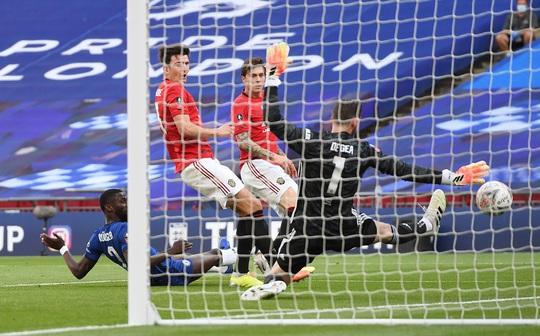 Hàng thủ gây họa, Man United thua thảm ở FA Cup - Ảnh 6.