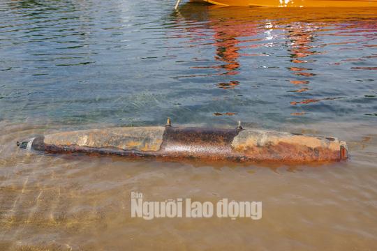 Phát hiện quả bom hơn 200 kg chưa phát nổ trên sông Gianh - Ảnh 2.