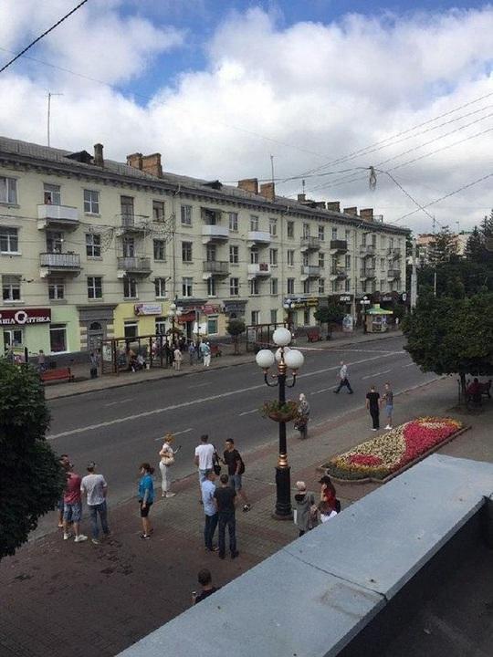 Ukraine: Đang diễn ra bắt cóc 20 con tin và nghi phạm dọa nổ tung xe buýt - Ảnh 3.