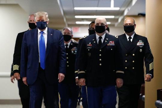 Cuối cùng Tổng thống Trump nói đeo khẩu trang là yêu nước - Ảnh 2.