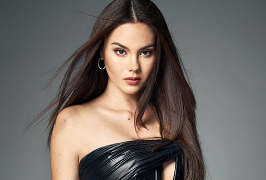 Hoa hậu Hoàn vũ Catriona Gray nhờ cảnh sát điều tra vụ ảnh ngực trần - Ảnh 1.