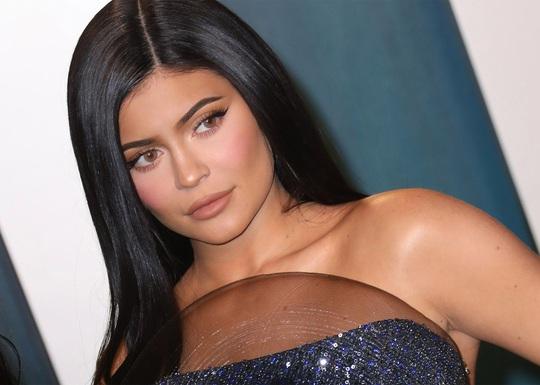 10 người mẫu giàu nhất thế giới năm 2020 - Ảnh 9.