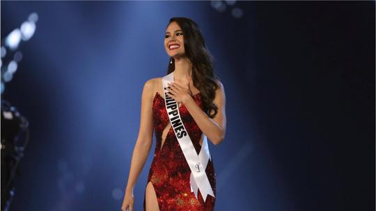 Hoa hậu Hoàn vũ Catriona Gray nhờ cảnh sát điều tra vụ ảnh ngực trần - Ảnh 3.