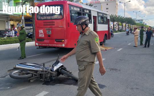 Lái xe máy va chạm xe buýt, cụ ông 80 tuổi tử vong thương tâm - Ảnh 2.