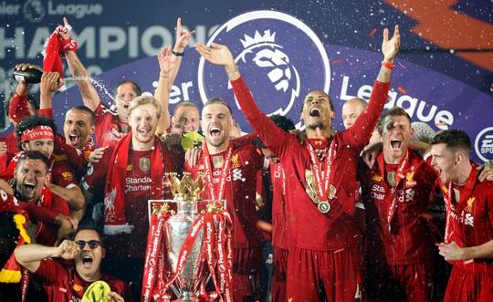 Vùi dập Chelsea, Liverpool tưng bừng nâng cúp vô địch ở Anfield - Ảnh 8.