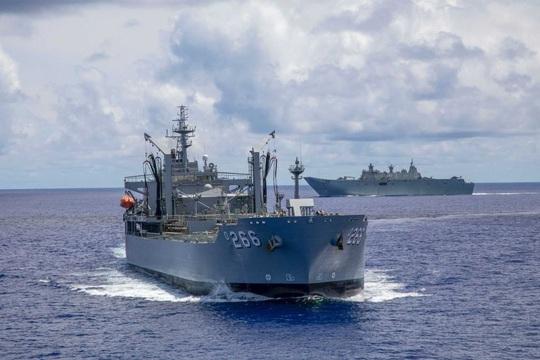 Máy bay ném bom Mỹ hoạt động không ngừng ở biển Đông - Ảnh 3.