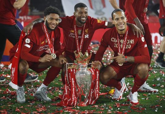 Vùi dập Chelsea, Liverpool tưng bừng nâng cúp vô địch ở Anfield - Ảnh 9.