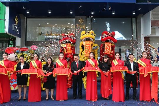 PNJ khai trương cửa hàng PNJ Center An Đông và Hóc Môn - Ảnh 1.