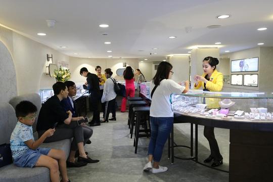 PNJ khai trương cửa hàng PNJ Center An Đông và Hóc Môn - Ảnh 2.
