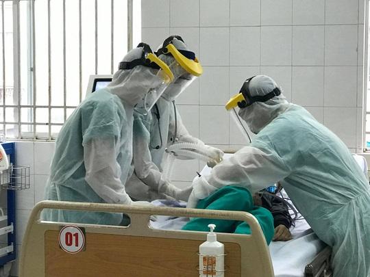 Thêm một bệnh nhân Covid-19 tử vong do mắc nhiều bệnh nền phức tạp - Ảnh 1.