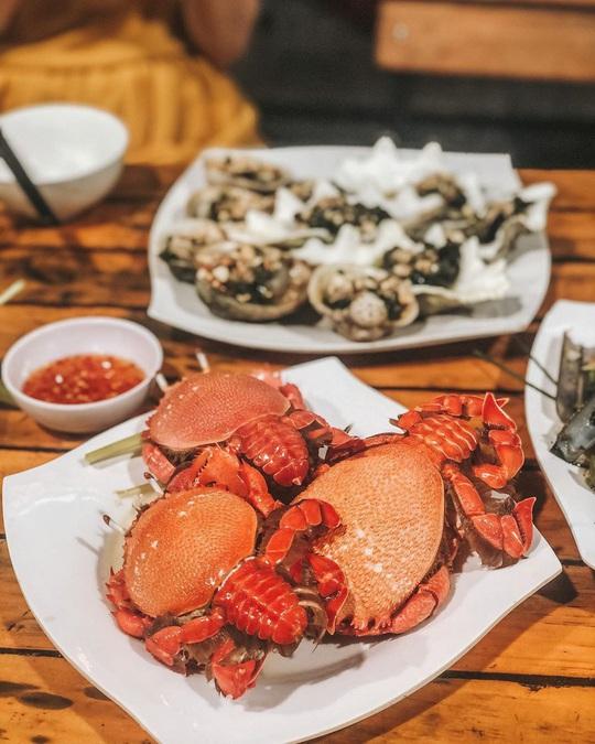 Cua huỳnh đế và loạt món ngon nên thử trên đảo Lý Sơn - Ảnh 1.
