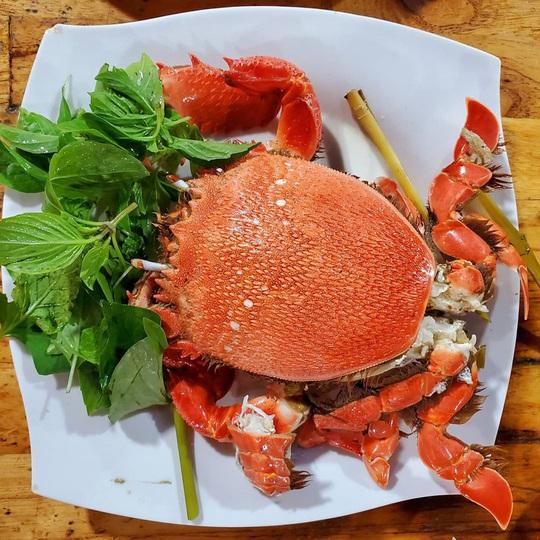 Cua huỳnh đế và loạt món ngon nên thử trên đảo Lý Sơn - Ảnh 2.