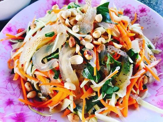Cua huỳnh đế và loạt món ngon nên thử trên đảo Lý Sơn - Ảnh 11.