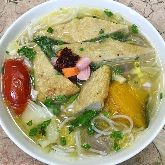 Cua huỳnh đế và loạt món ngon nên thử trên đảo Lý Sơn - Ảnh 3.