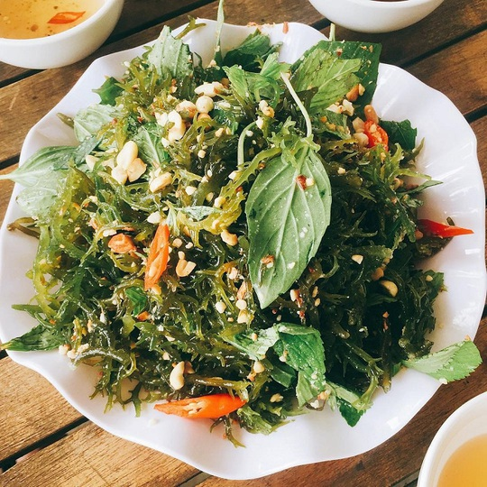 Cua huỳnh đế và loạt món ngon nên thử trên đảo Lý Sơn - Ảnh 8.