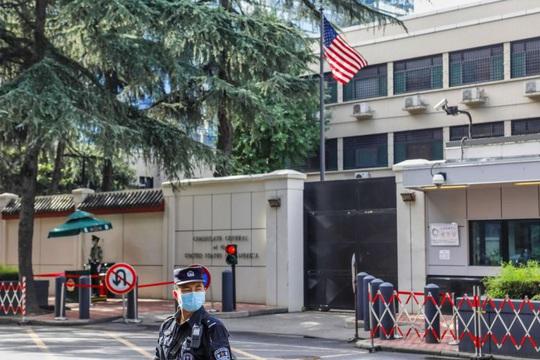 Những hình ảnh cuối tại lãnh sự quán Mỹ ở Thành Đô trước khi cờ Mỹ bị hạ xuống - Ảnh 7.