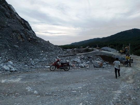 Quảng Bình: Một công nhân bị nhiều tảng đá đè lên người, tử vong tại chỗ - Ảnh 1.