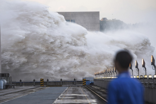 Lượng nước xả ra từ đập Tam Hiệp đạt mức kỷ lục - Ảnh 3.