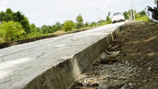 Đường nông thôn mới xe không thể tránh nhau - Ảnh 3.